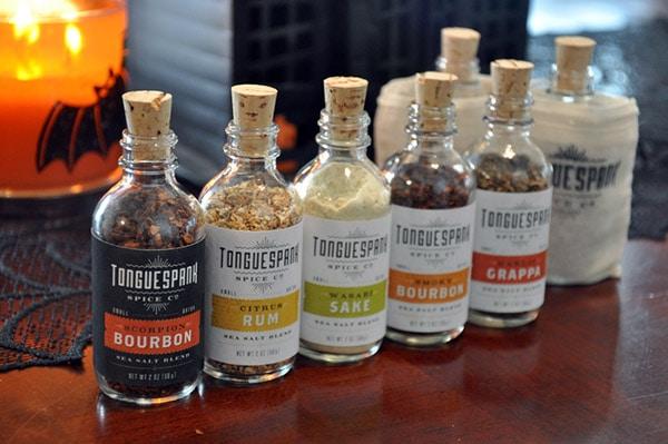 Des bouteilles pour une gamme d'épices aromatisées aux parfums de bons alcools. Juste classe.